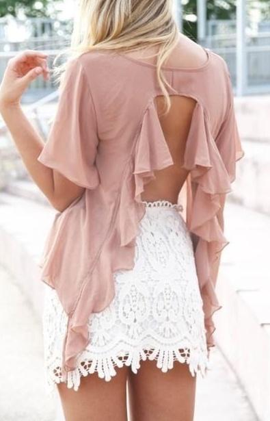 mini falda y blusa con bolados en la espalda