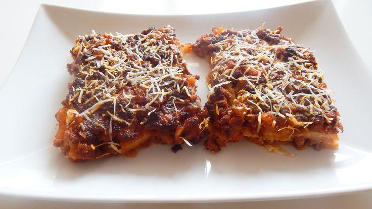 Základem Lasagna Bolognese, klasického italského jídla, je poctivá boloňská omáčka, kvalitní těstoviny a bešamel. S pár úpravami jde tuto klasiku připravit dokonce i ve Whole30 variantě. Vyzkoušejt...