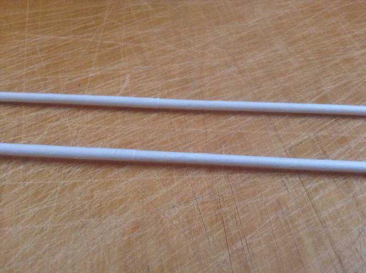3 Немного изменив углы срезов полосок, можно добиться идеального стыка двух трубочек. Кручение начинаю с чуть большего острого угла, а заканчиваю углом в 60гр.