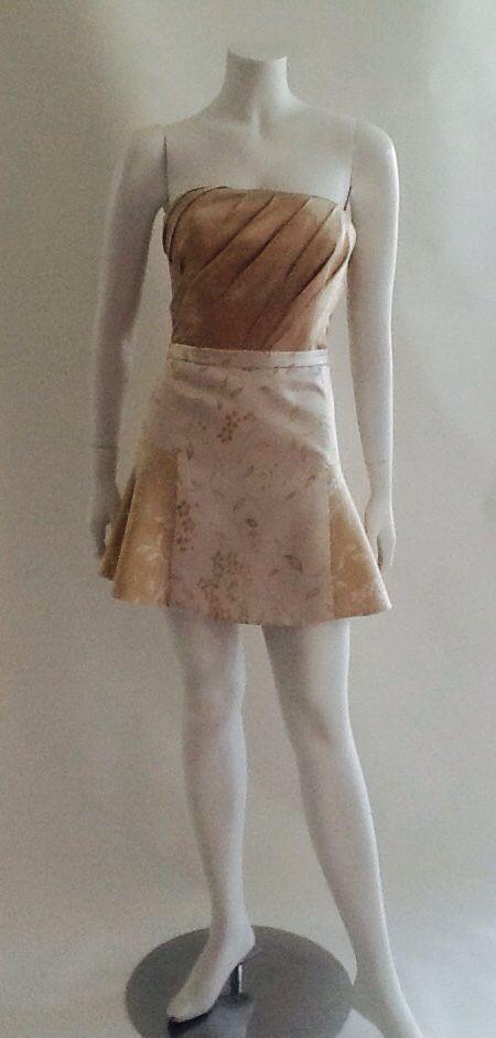 Talle drapeado en satin strech en color nude, falda gobelino estampado floral, linea A, volantes en los costados.