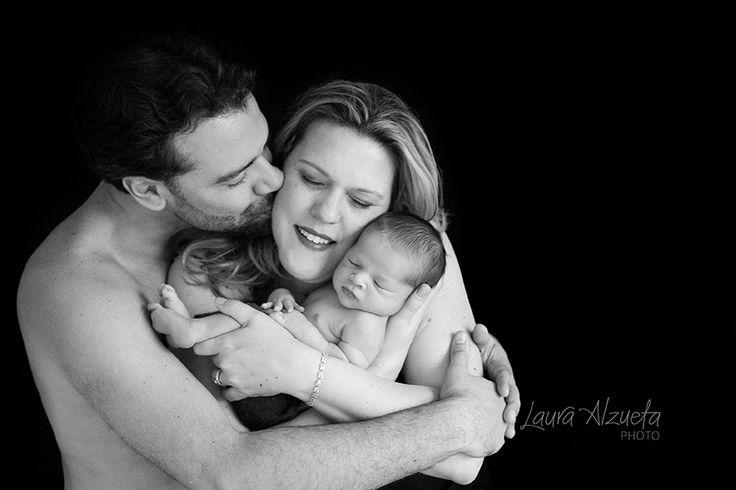fotos newborn, fotos de familia, bebe recem-nascido, newborn photography, baby boy, bebe com os pais, bebe com familia, familia,. O ensaio newborn é um momento especial na vida e deve ser realizado nas 3 primeiras semanas do bebê.   A cada ensaio newborn que faço fico mais fascinada com a beleza destes pequenos bebês. Os retratos de família são a memória viva da nossa infância e isso sempre me marcou. As crianças adoram se ver nelas, pequenininhos nos braços de seus pais. É como se sentissem…