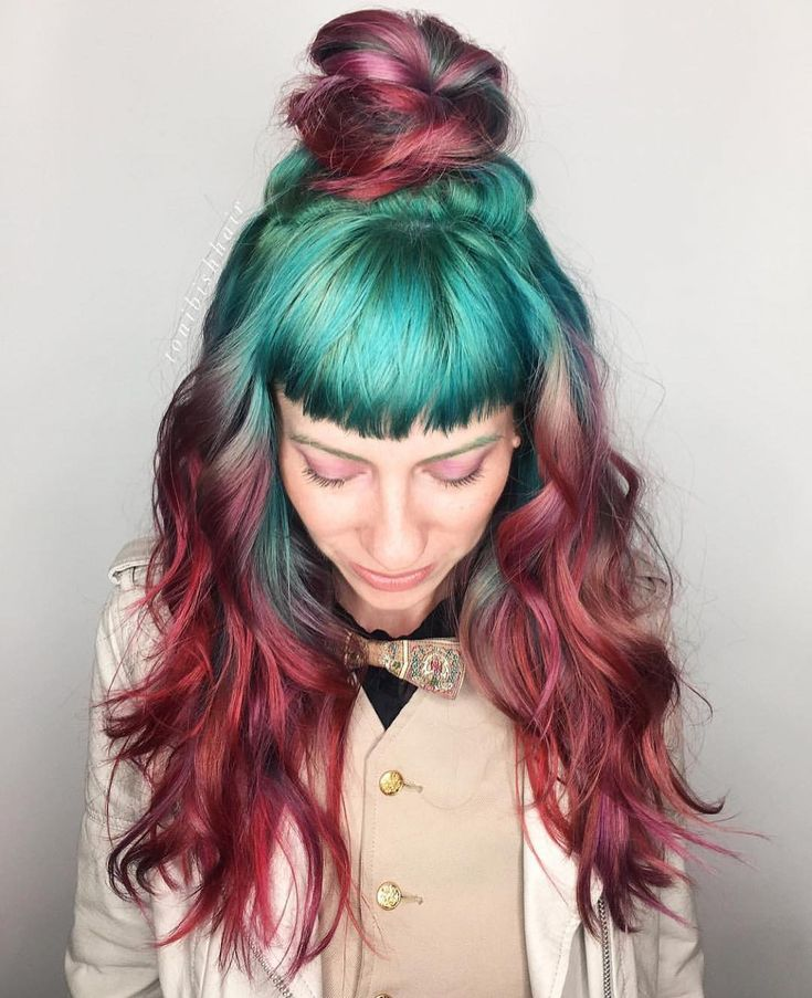 I'm in LOVE with this turquoise to burgundy hair color! UNICORN TRIBE ARTIST @tonibishh