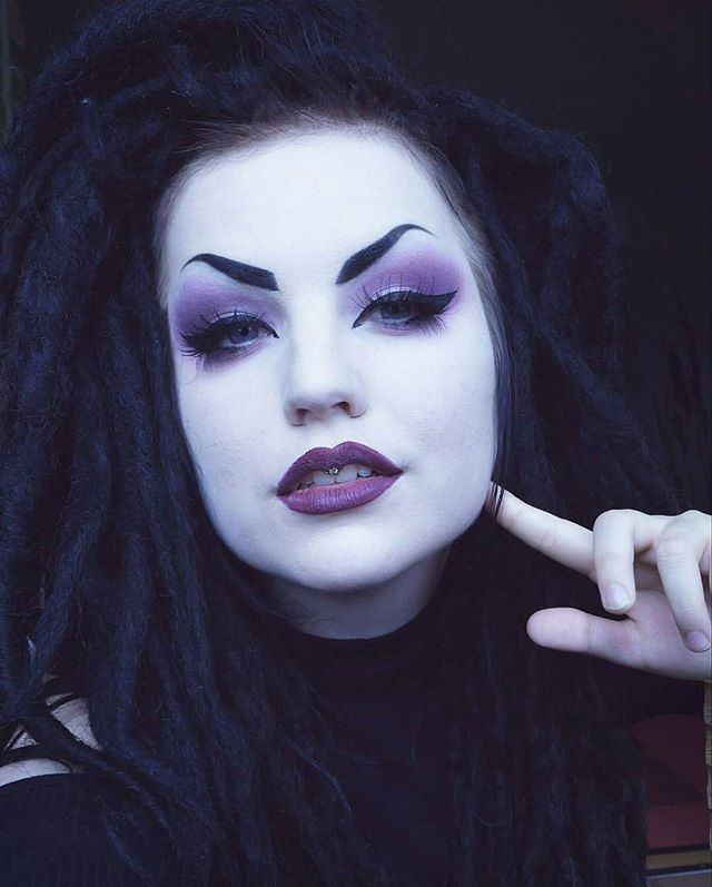 I don't like the eyebrows but the makeup is pretty.