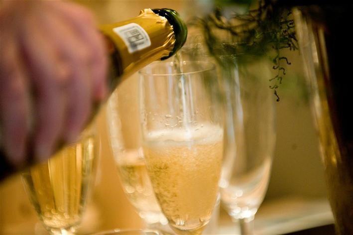 Celebrating with Sparkling wine - http://www.hillcrestfarm.co.za/venues/weddings
