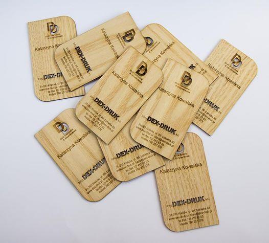 Biglietti da Visita in legno, incisi a laser, di spessore 0,6 mm, 1,5 mm e 3 mm. info@dex-druk.pl