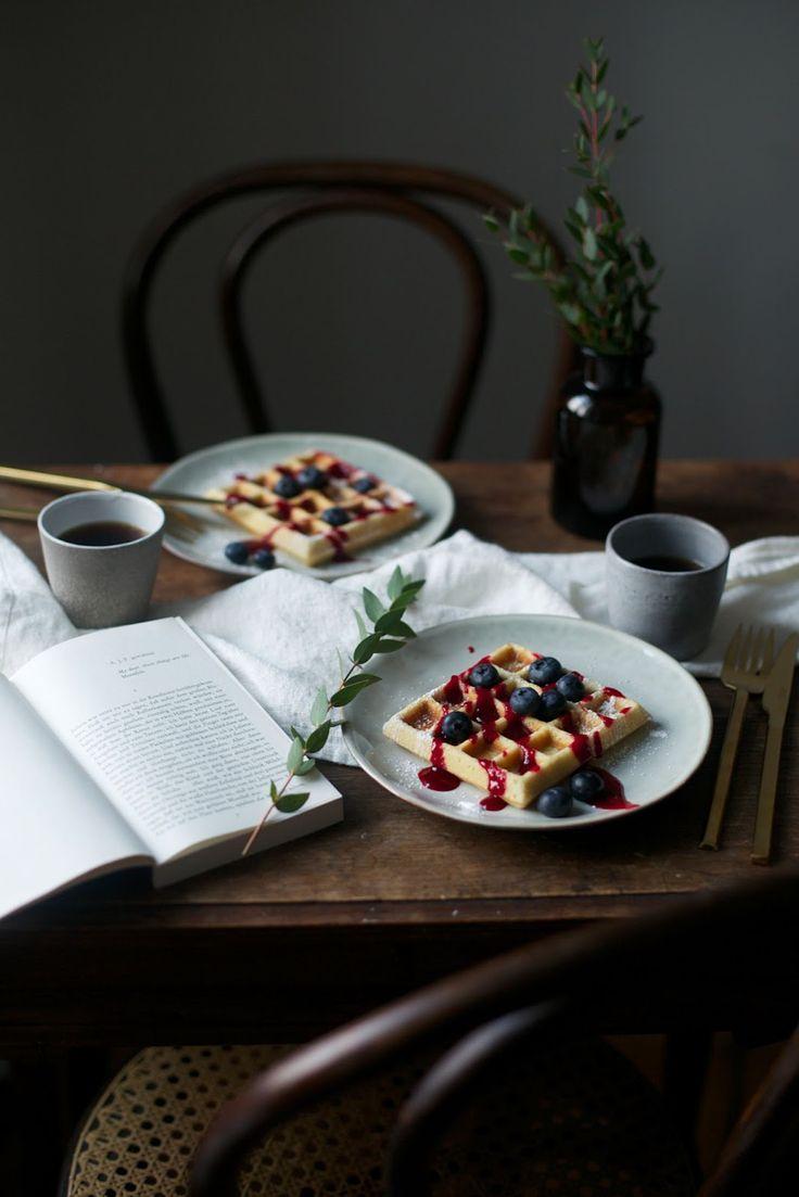 """""""Наши истории о еде"""" (англ. ourfoodstories) -  это блог Лауры и Норы, фотографа и фудстилиста, созданный специально для любителей вкусной, здоровой и красивой еды. Здесь можно найти разнообразные вегетарианские рецепты, а также рецепты блюд без глютена и с низким содержанием гистамина."""