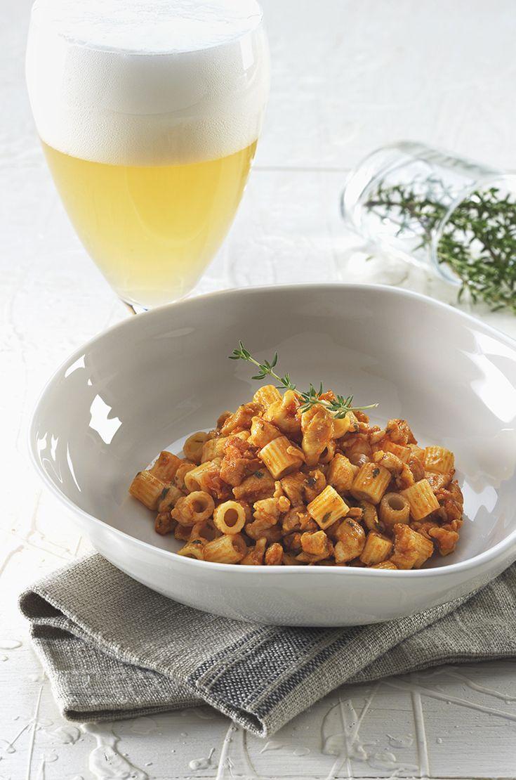Una Blanche per i tubetti di Gragnano, ragù di coniglio al profumo di timo e curry thailandese. Scopri le ricette della web app su www.permeunabirra.it