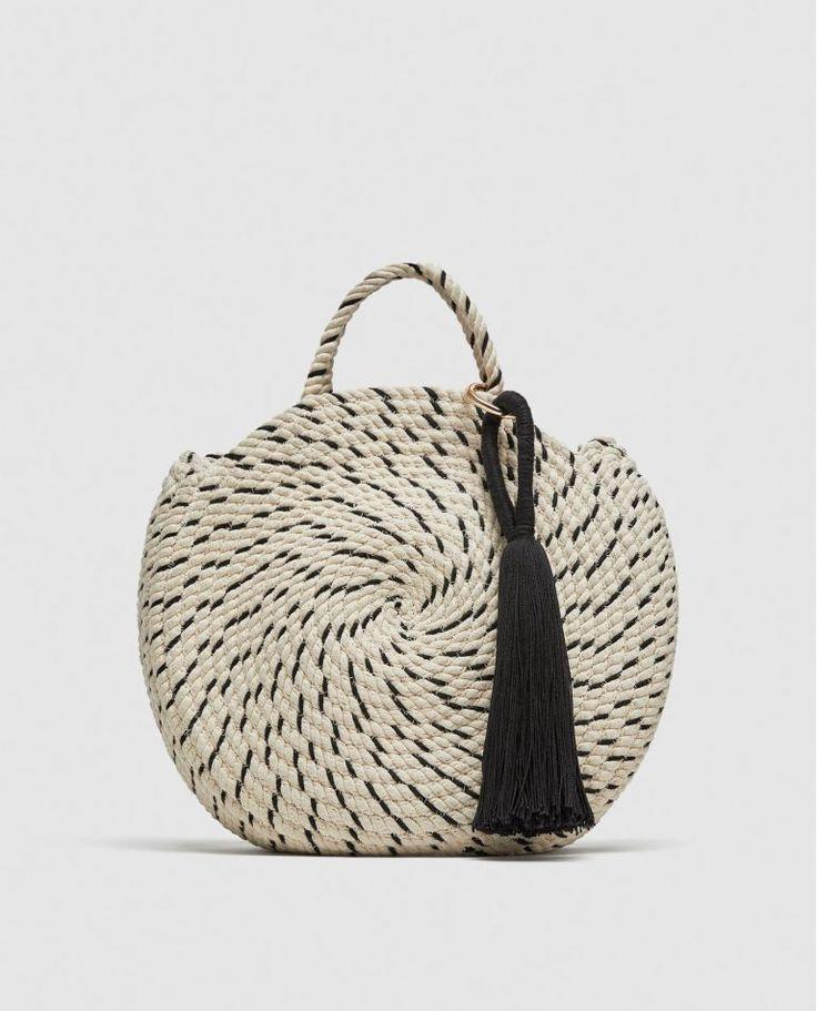 #Moda #Mujeres #Bolsos #Elbolsoperfecto #Rebajas #Oferta   - Así es el nuevo bolso cesta con el que Zara quiere que soñemos... Que si, que esta primavera/verano estará dominada por los bolsos de perlas y cuentas de colores, pero es que las cestas...  🛍️👛 #Bolsos de calidad para #mujeres con envíos y devoluciones gratuitas. Descubre nuestra colección de bolsos de mujer.. http://www.elbolsoperfecto.com/  😘 El Bolso Perfecto - Bolsos para mujeres 😘