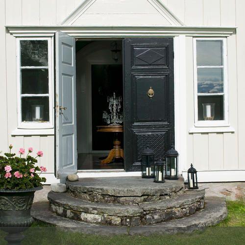 Dieser Eingang Eines Schwedischen Holzhauses Ist Sehr Traditionell  Gestaltet. Mehr Auf Roomido.com #