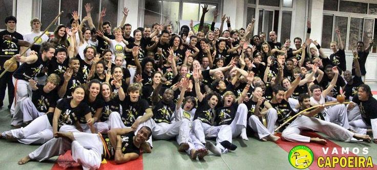 Photos 2012 des élèves Vamos Capoeira Paris en couleurs : Capoeira-Paris.net