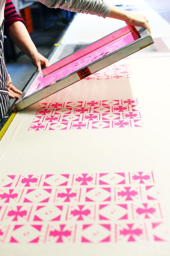 Usar objetos. Diseño textil. Satisface la necesidad de buscar telas para confeccionar prendas.