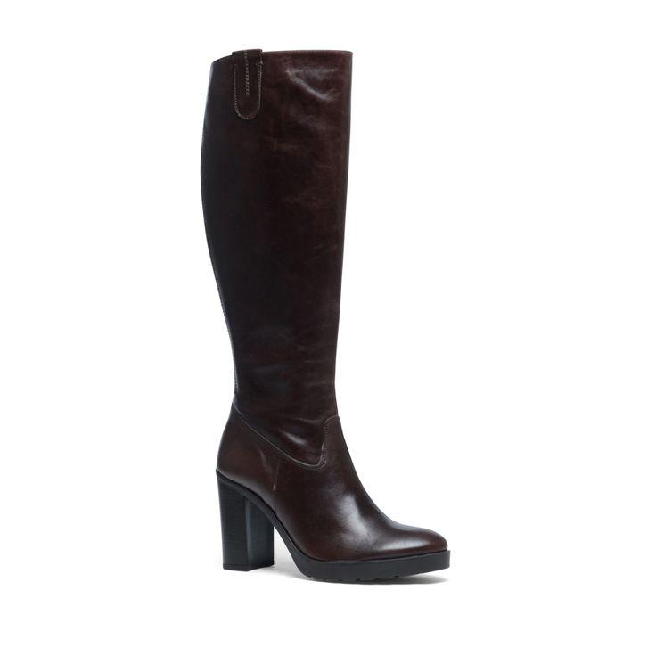 Bruine laarzen met blokhak  Description: Bruine laarzen van het merk Manfield. De laarzen hebben een binnen- en buitenzijde van leer voor een perfecte pasvorm. De donkere hak geeft de laarzen een stijlvolle uitstraling. De maat valt normaal en de hakhoogte is 10 cm gemeten vanaf de hiel.  Price: 75.00  Meer informatie  #manfield