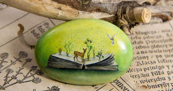 Na kamene maľuje domčeky, lesné zvieratká a prírodné scenérie. Drobné detaily vytvára celé hodiny! Yana Khachikyan Maľby na kameňoch