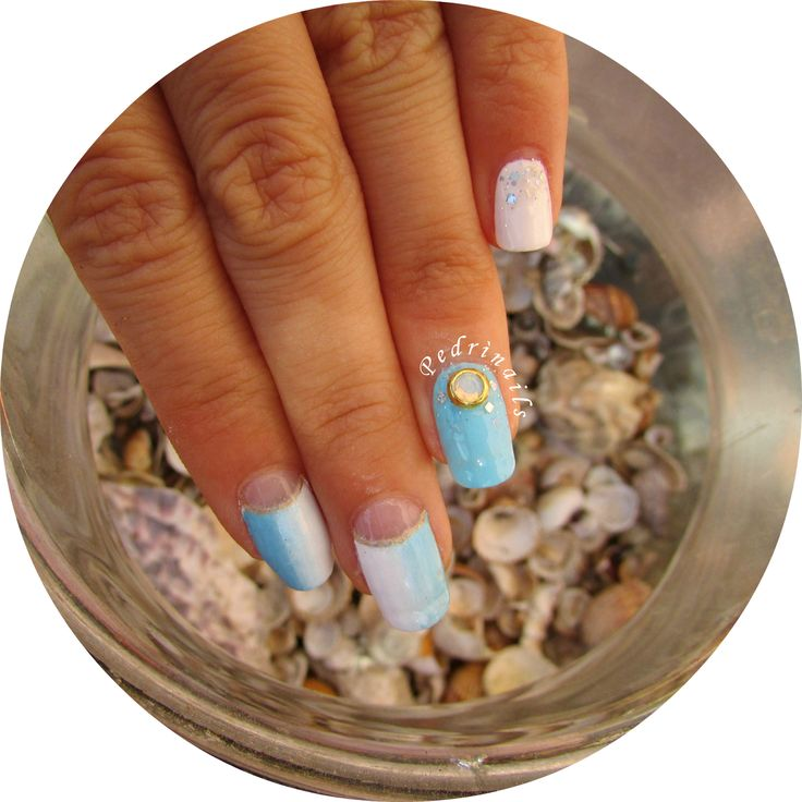 Nostalgia di fine estate - ocean nails - bordered moon manicure in white and blue vertical gradient with glitter and 3D gems nail decoration  © Pedrìnails