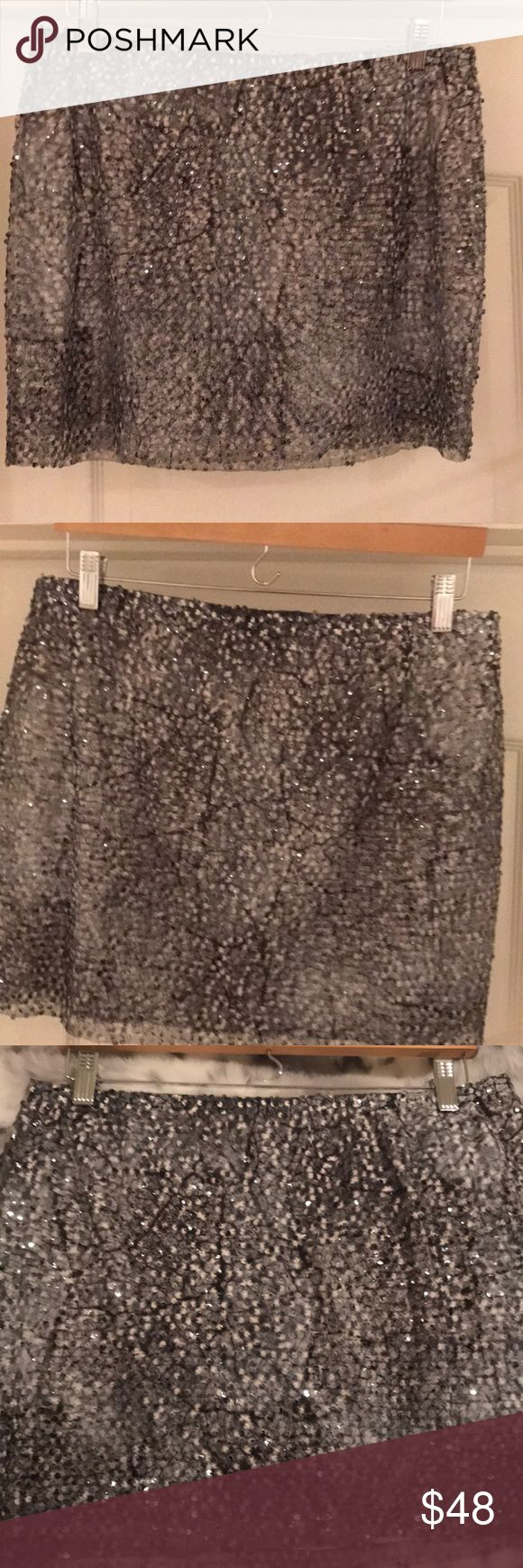 Guess grey sequin stretch waste skirt Adorable grey sequin mini skirt, with stretch waistband, fantastic skirt, wear with pumps, booties or high boots, lots of cute jackets in my closet to wear with Size is XL, more like a size medium Guess Skirts Mini