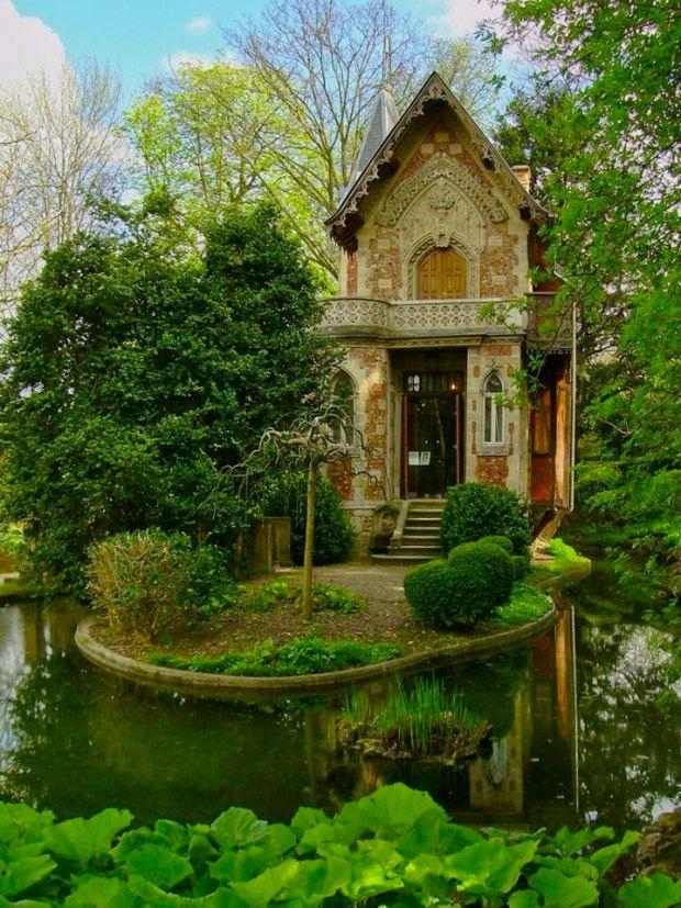 22 fantastiska stugor (minst 3 kan du hyra och en kan du bygga själv) - Sköna hem. ----- Straight out of a fairy tale.