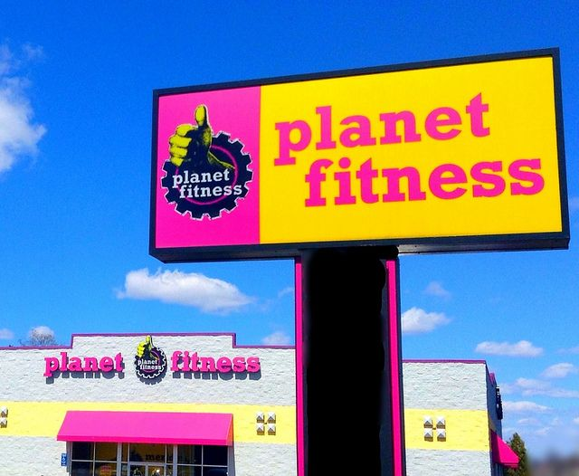As most of you know, I recently moved to the Chicago area and I've yet to obtain a membership at a gym. I decided to do some research and find the cheapest gym around but at the same time I wanted ... http://www.fitnancials.com/planet-fitness-gym-review-pizza-days-at-the-gym/