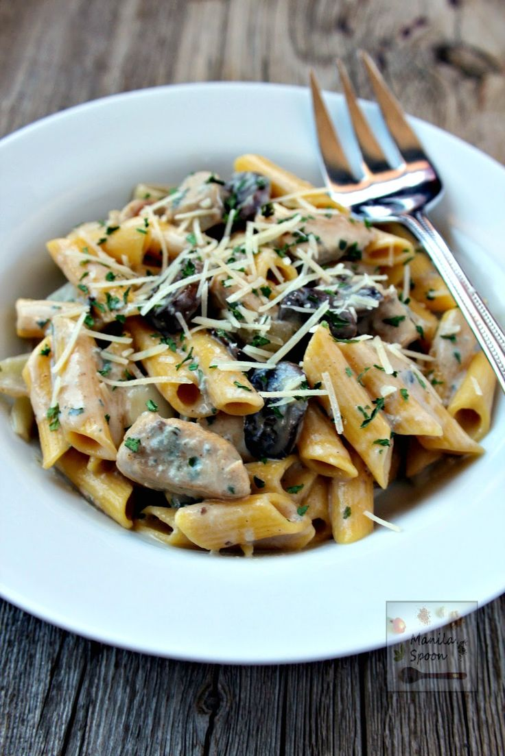 Pasta with chicken and mushrooms in a creamy and delicious blue cheese sauce that will make your taste buds sing.