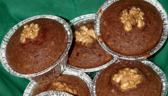 Muffin al cacao con banana e noci, dolce light per Natale