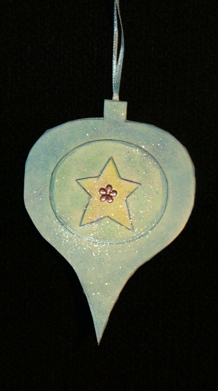 Pretty bauble for the tree. Template and instructions available at http://www.ezyshaid.com