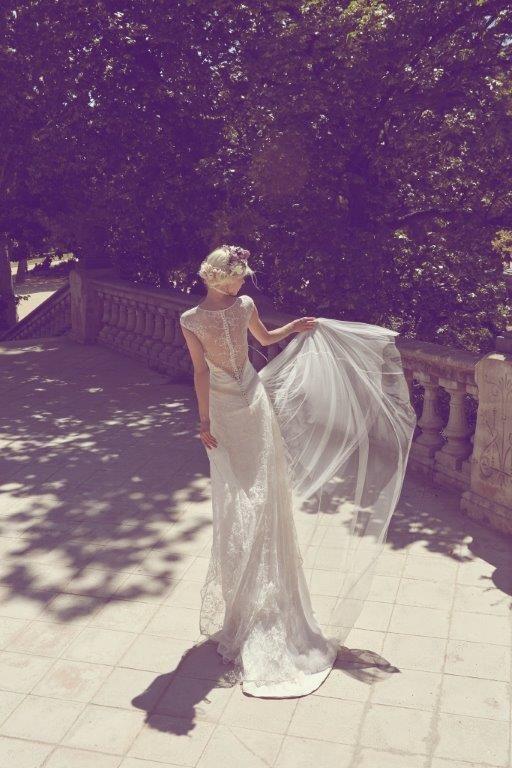 Espaldas de novias veladas Novia vintage Novias boho chic www.jorgeaparisi.com