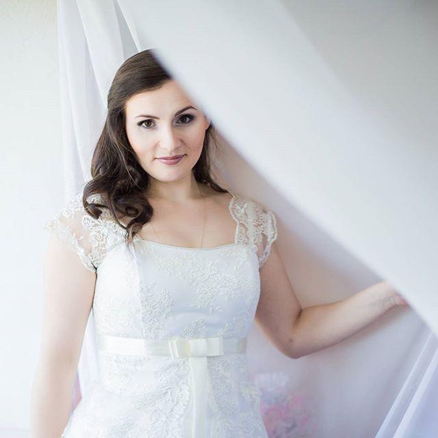 Всегда приятно наблюдать трепетное волнение невесты перед свадьбой. Надо признаться, мы тоже испытываем на себе всю гамму эмоций, организовывая такой важный праздник. Для нас свадьба наших клиентов важна как своя собственная, и каждый раз приятно становиться не только организатором, но и другом семьи.  #kvantil  #kvantilevent  #weddingphotography  #weddingparty  #wedding  #lovestory  #weddingdecor  #weddingplanner  #лавстори  #свадьба  #свадьбавмоскве  #свадьба2016  #невеста  #сборыневесты…