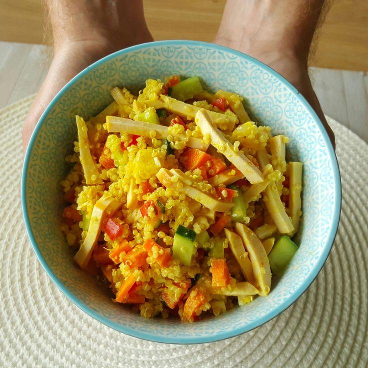 Recept voor een healthy salade met quinoa, kip en een kerrie dressing!