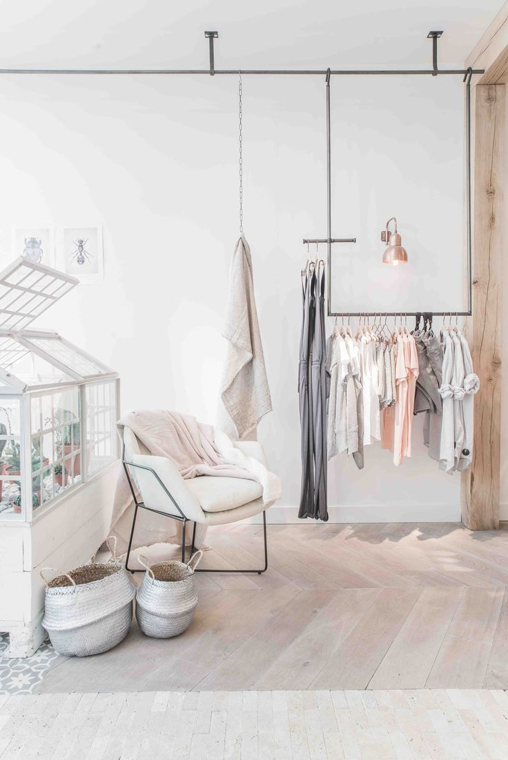 Shop de nieuwe collectie van Aaiko op  https://www.shoeboxmode.nl/nl/merken/aaiko/