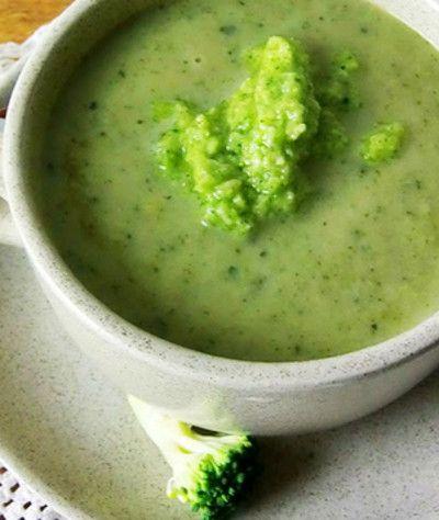 Sopa de Bróculos com Nozes e Queijo de Cabra - http://www.receitasja.com/sopa-broculos-nozes-queijo-cabra/