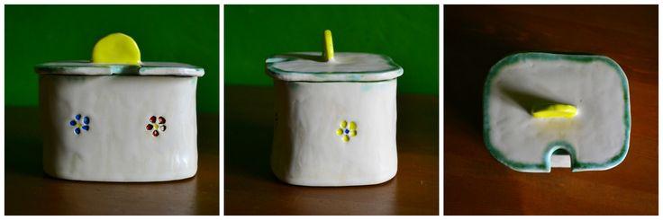 Ceramiczna cukierniczka.