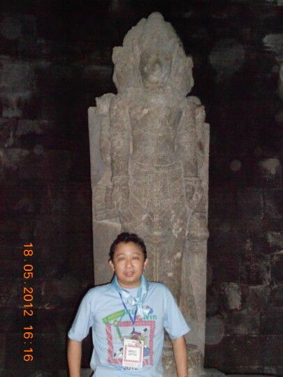 Statue @ Prambanan temple..  Notice the orbs around the statue.. The atmosphere there was cold and a little bit scary