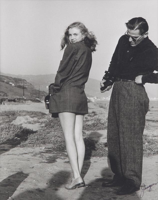 1946. Norma Jeane two-tone bikini in March 1946, Zuma Beach, Malibu beach in California with a troupe of Drunkards in a theater company. Photos Joe Jasgur