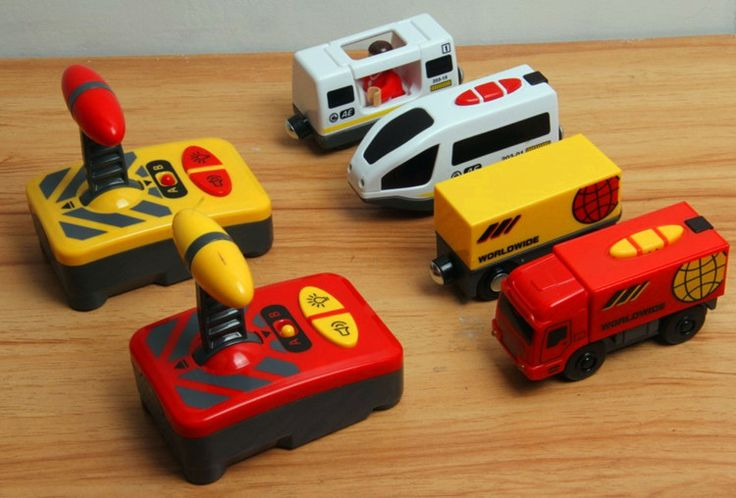 Remote control electric locomotive compatible magnetic Thomas wooden track Brio IKEA track red Truck and white Harmony car