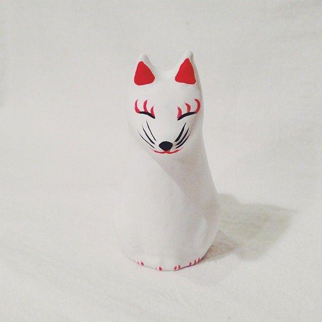 ☆願掛け狐☆東京都北区岸町 王子稲荷神社 『願掛け狐』張り子の授与品その他、王子稲荷神社は、『火防凧』や『暫狐』など、有名な授与品があります。