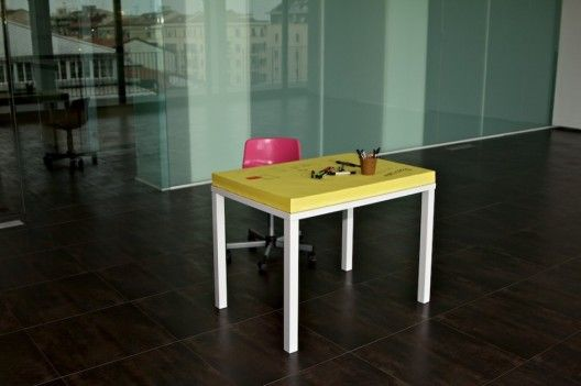 La table Post-it sur http://www.thetrendygirl.net  Excellent !