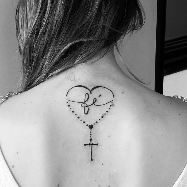 Está pensando em tatuar um terço? Confira o significado dessas tatuagens! #tatuagens #tattoo #ink #terço