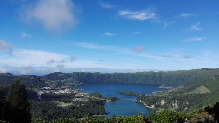 """""""Ryanair hat heute den Start einer neuen Strecke von Frankfurt-Hahn nach Ponta Delgada (Azoren) verkündet, die zum 01. April 2017 eingeführt wird. Der komplette Ryanair-Sommerflugplan ab Hahn wird in der kommenden Woche veröffentlicht."""" Erleben Sie die Azoren, mit Bensaude Hotels :) #azoren #pontadelgada #frankfurt #ryanair #bensaudehotels"""