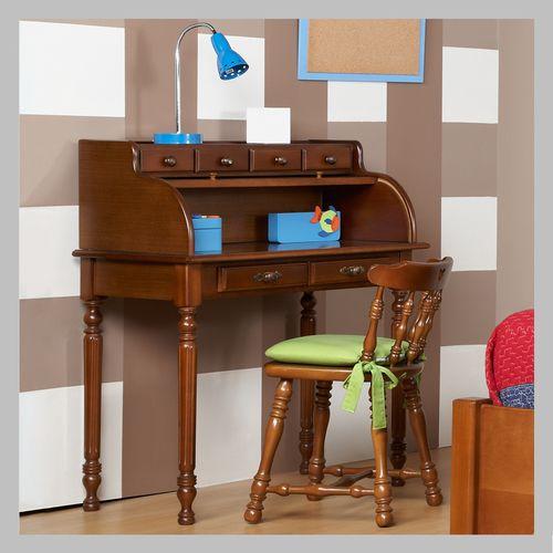 ESCRITORIO DE PERSIANA CLÁSICA EJ-06 Modelo tradicional de escritorio en madera cedro terminado en color madera clásica. Este mueble es espacioso y útil a la hora de estudiar. No inlucye la silla. Todos nuestros muebles son hechos a mano y terminados con lacas no tóxicas.