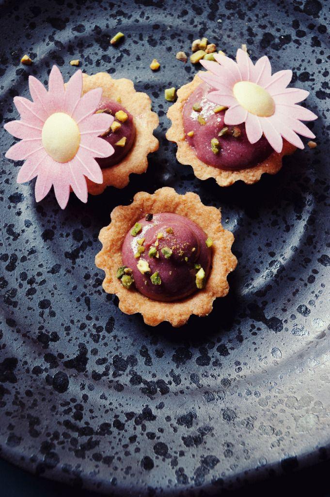 Recette tartelette au raspberry curd sans gluten, ambiance, stylisme culinaire / pâtisserie, photographie culinaire / Pâtisserie