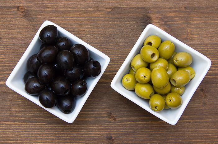 Azeitona - Uma pérola mediterrânea  Os espanhóis levaram a oliveira às regiões de clima temperado da América. As primeiras olivais do Novo Mundo foram plantados na América Central durante o século 16. Depois os olivais passaram para o Peru, Argentina e Califórnia e, recentemente, esse cultivo foi introduzido na Austrália. No entanto, 98% de todos os olivais do mundo encontram-se nos países mediterrâneos.  Propriedades e indicações: A azeitona é um fruto oleaginoso muito rico em gorduras e…