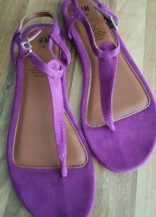 Kaufe meinen Artikel bei #Kleiderkreisel http://www.kleiderkreisel.de/damenschuhe/sandalen/135729665-riemensandalen-lila-von-hm-neu