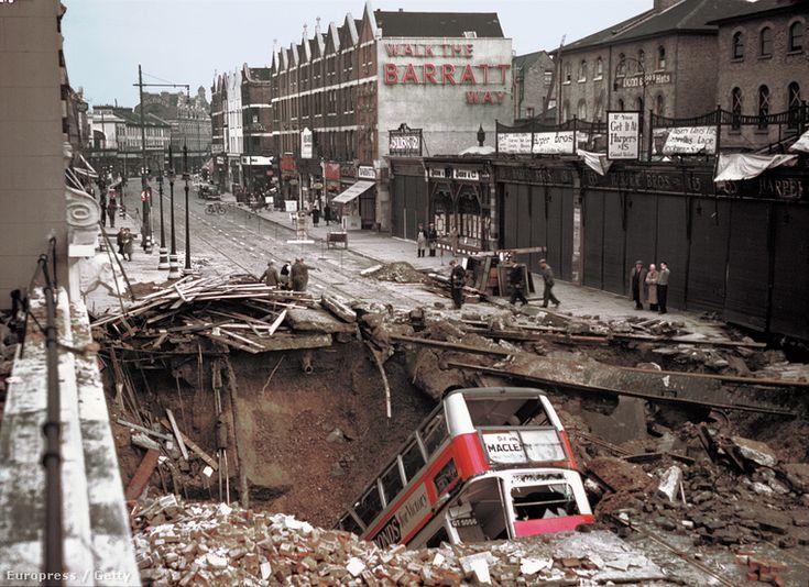 Egy korai színes fotó Londonról, a bombázások után
