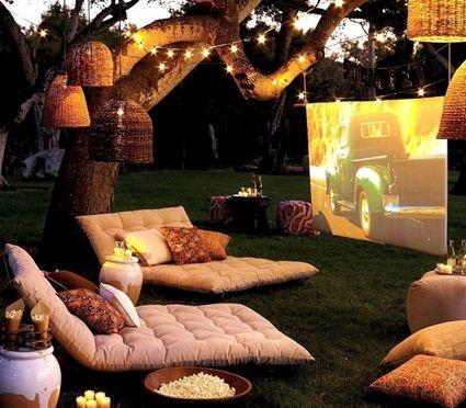 Cine de verano en el jardín