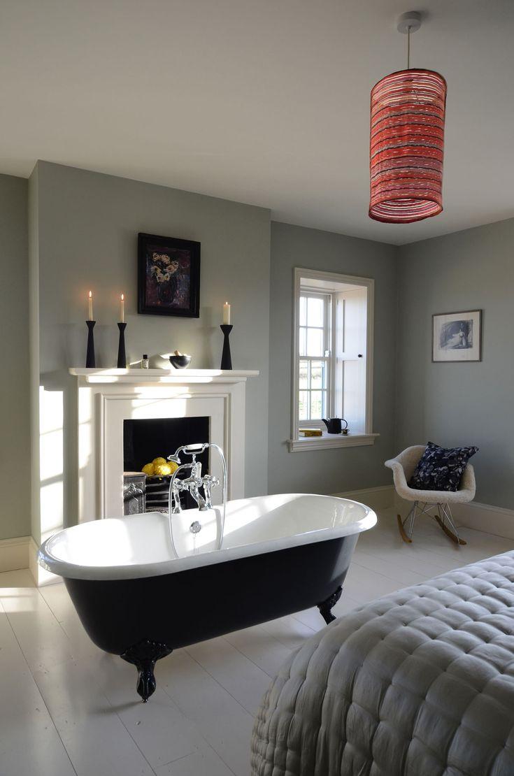 Diese kompakte Gusseisen #Badewanne ist die perfekte Wahl auch für kleinere Badezimmer. Die #Badewanne Manchester steht auf eleganten Klauenfüßen und verleiht jedem Badezimmer ein optisches Highlight. Sie besitzt einen integrierten Überlauf und kann mit oder ohne Wannenrandbohrungen für die Armatur bestellt werden. Die Füße der Wannen können in verschiedenen Designs bestellt werden. http://www.baedermax.ch/freistehende-badewannen/guss/manchester-87ci.html