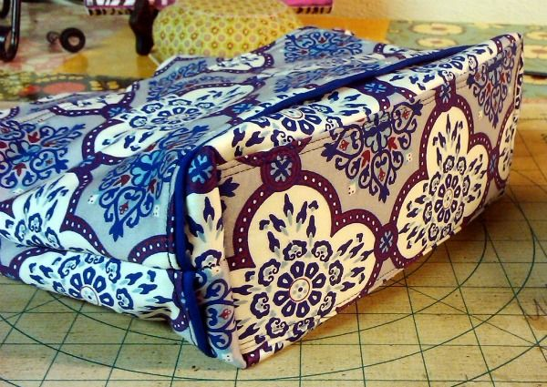 How to Sew a Stiff Base for Your Bags – Free Tutorial by Christina of Bumblebee Bags