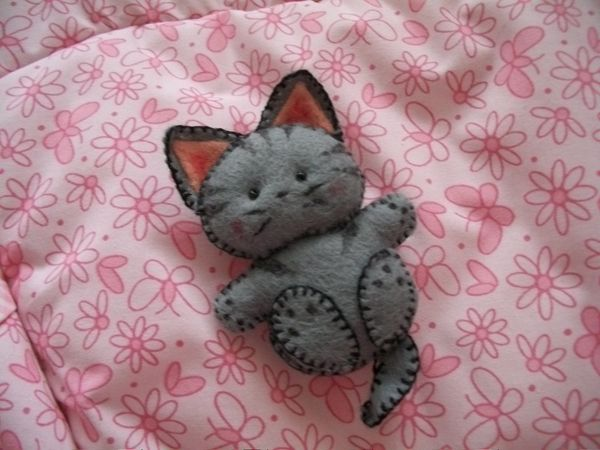 Cute Felt Kitten - could also be a puppy or teddy bear. Hmm.. small would be cute as a ornie or perhaps make decent size and add pocket to serve as a place to put a child's tooth to await the Tooth Fairy.