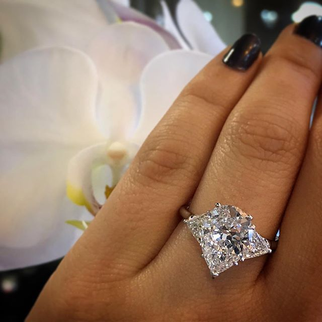 how to choose the perfect engagement ring pear shaped engagement ring - Pear Shaped Wedding Ring