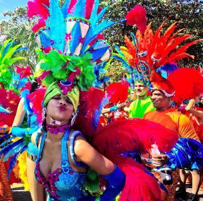 Santo Domingo Carnival en la Republica Dominicana es una carnival muy popular. Es durante de el mes de febraro. Las ropas de las personas tienen muchos colores.