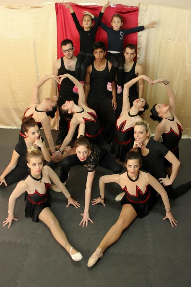 We just love to be a team..... http://www.hoboillusionerz.com/Photos