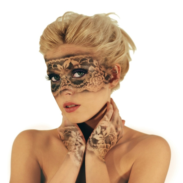 pictures last minute halloween makeup ideas lace stencil makeup - Halloween Costumes With A Masquerade Mask